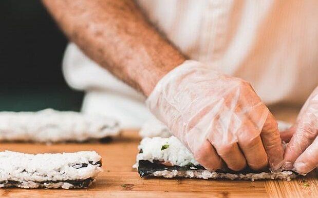 preparar-sushi-en-pareja-4412374